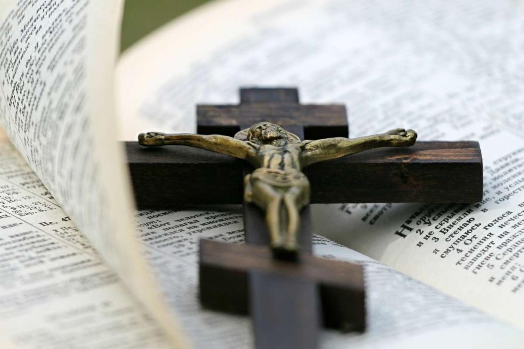 Bibel Buch Kreuz